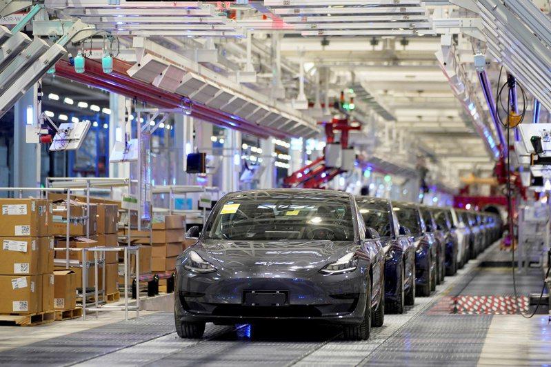 Tesla積極串聯全台灣超級充電生活圈,預計於今年達成全台共計25座超級充電站的里程碑,也即將於10月15日凌晨0:00開始收取超級充電使用費。路透