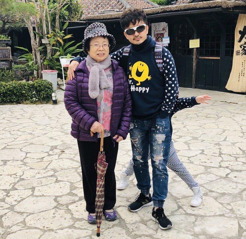 沖繩風土民情與日本相通,唐從聖兩年前安排母親前往度假,母子感受像極了到日本本島度...