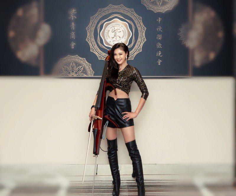 「大提琴界的林志玲」嫚凌靠嚴格飲食和運動,讓自己保持最佳狀態。圖片由嫚凌授權「有肌勵」刊出