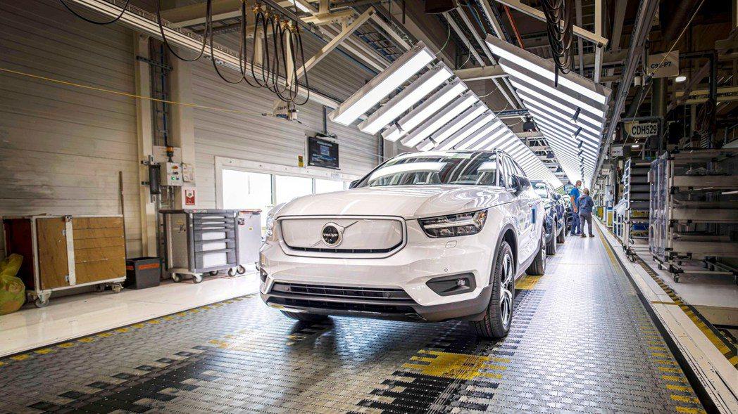 發表一年後的Volvo XC40 Recharge總算在今年十月初正式投產。 摘...