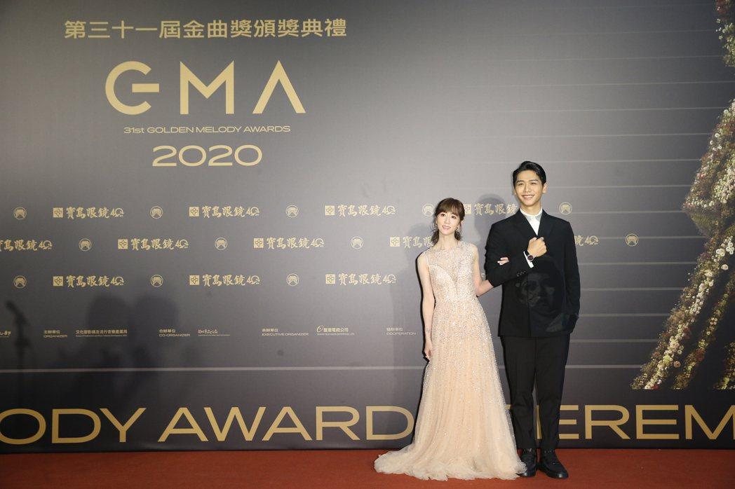 瑪麗(左)、蔡旻佑(右)擔任第31屆星光大道主持人。記者季相儒/攝影