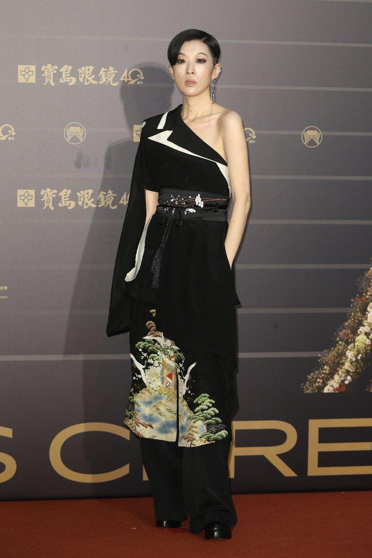 第31屆金曲獎在台北流行音樂中心舉行,陳珊妮走星光大道。記者季相儒/攝影
