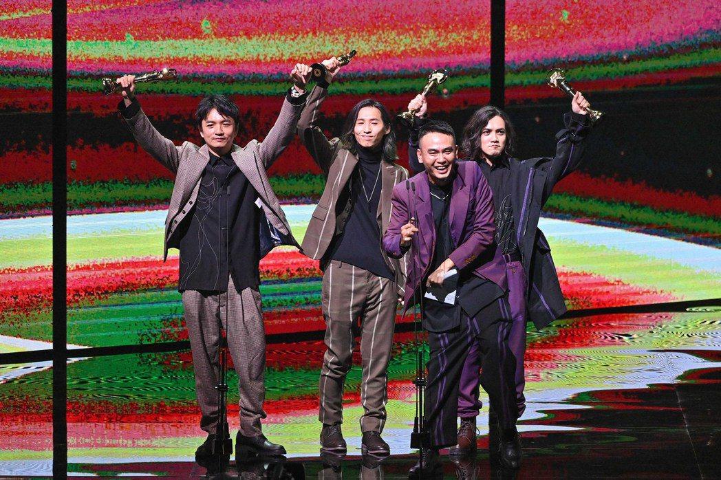 第31屆金曲獎,滅火器獲得最佳樂團獎。圖/台視提供