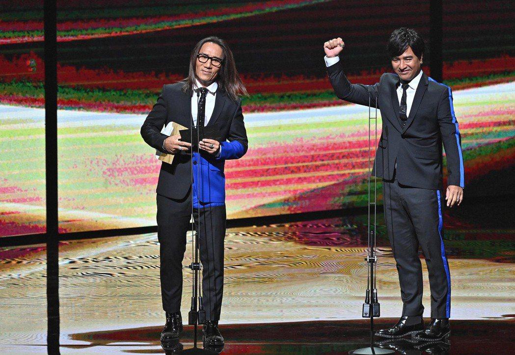 第31屆金曲獎,動力火車頒發最佳原住民語歌手獎、最佳原住民語專輯獎。圖/台視提供