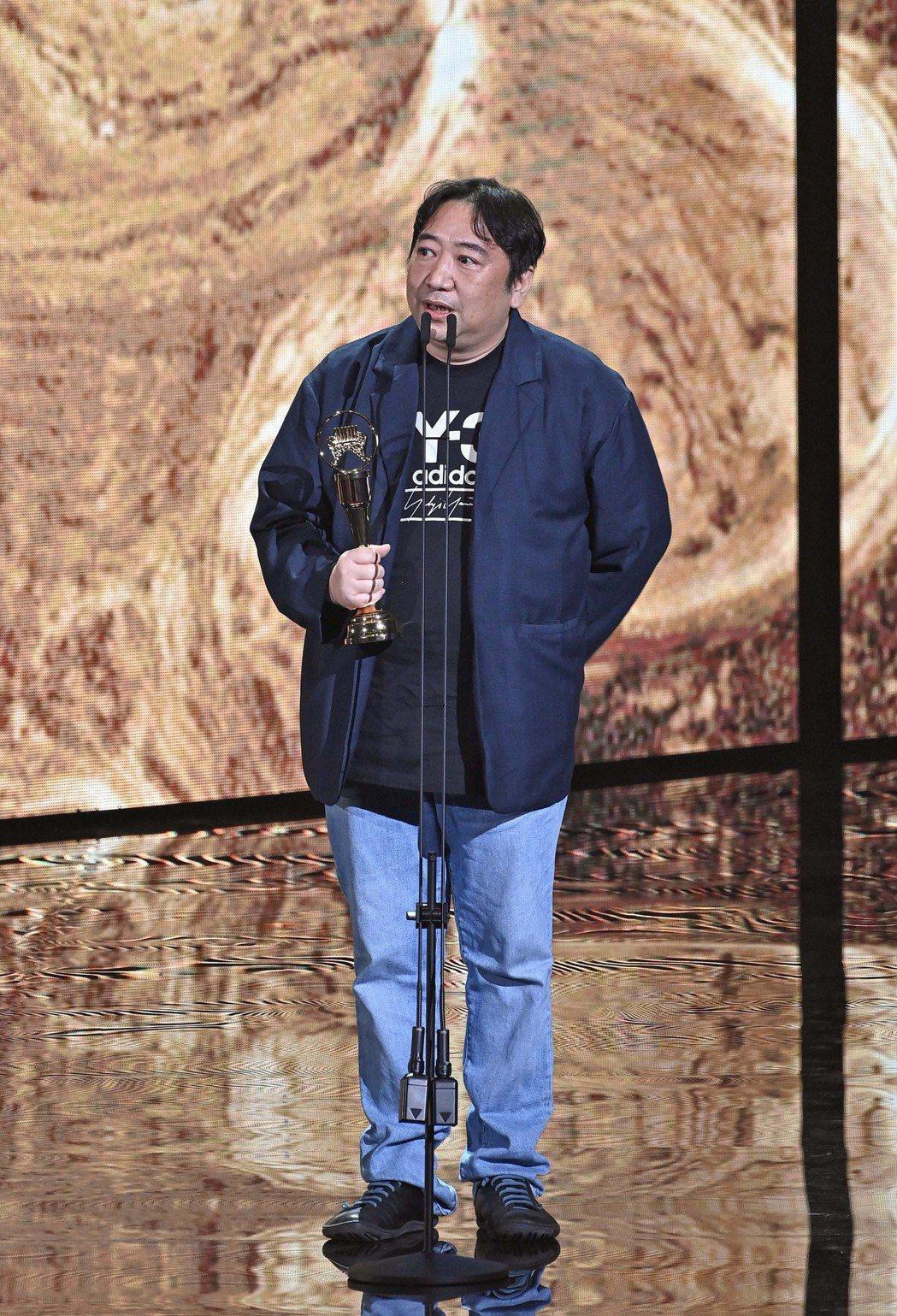 第31屆金曲獎,謝銘祐(代領)獲得最佳作詞人獎。圖/台視提供