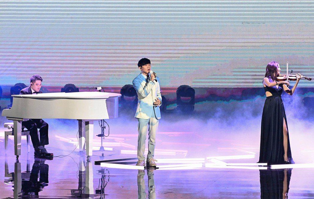 第31屆金曲獎,林俊傑、黃裕翔、蘇子茵進行表演。圖/台視提供