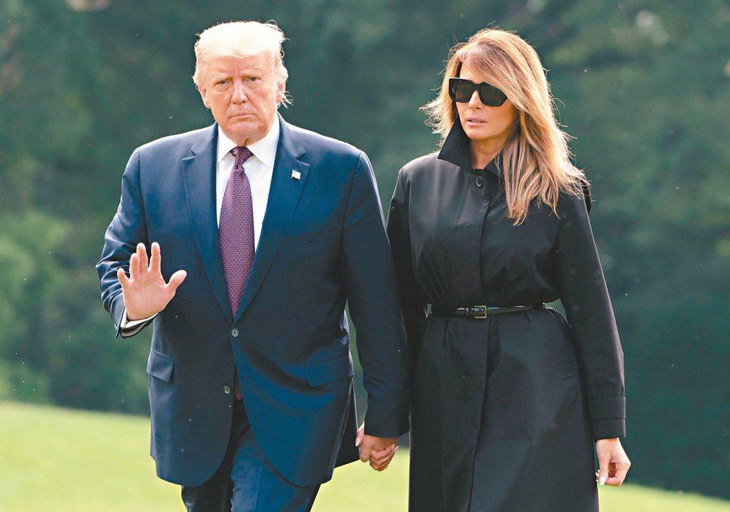 美國總統川普(左)透過推特宣布自己與妻子梅蘭妮亞(右)新冠病毒檢測呈陽性。法新社