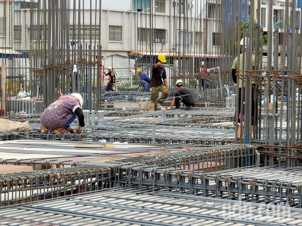 台東地區近兩年房地產市場興旺,市區大小建案逾20處。記者羅紹平/攝影