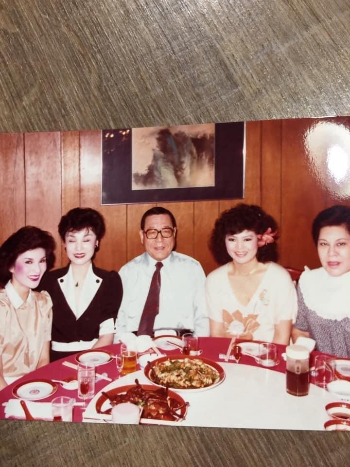 錢璐(右起)、董德齡、貝蒂、陳莎莉當年相聚畫面。圖/摘自張光斗臉書、照片由董德齡...