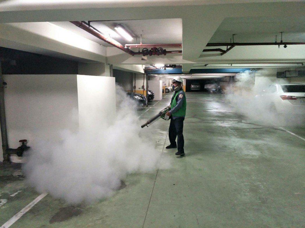衛生局針對三峽五寮區進行噴消。圖/新北市衛生局提供