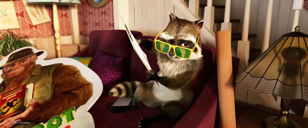 《森林特攻隊:大腳丫家族》人氣網紅媽咪也無法抵抗可愛動物們賣萌。可樂提供