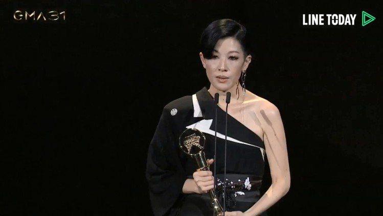 陳珊妮獲得本屆金曲獎最佳「專輯製作人」大獎。圖/摘自Line Today