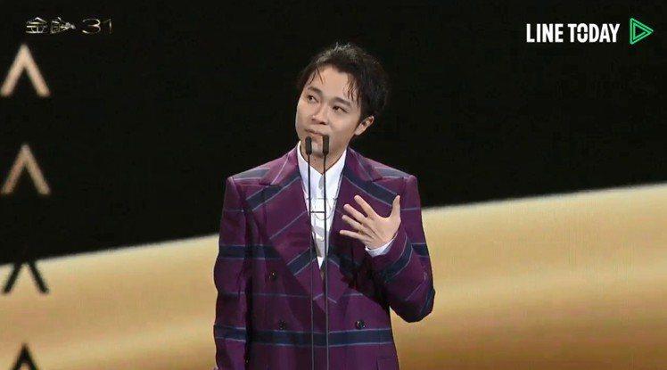 青峰獲得31屆金曲獎最佳男歌手,致詞時逼近淚崩邊緣,謝謝唱片公司也謝謝已經很努力...