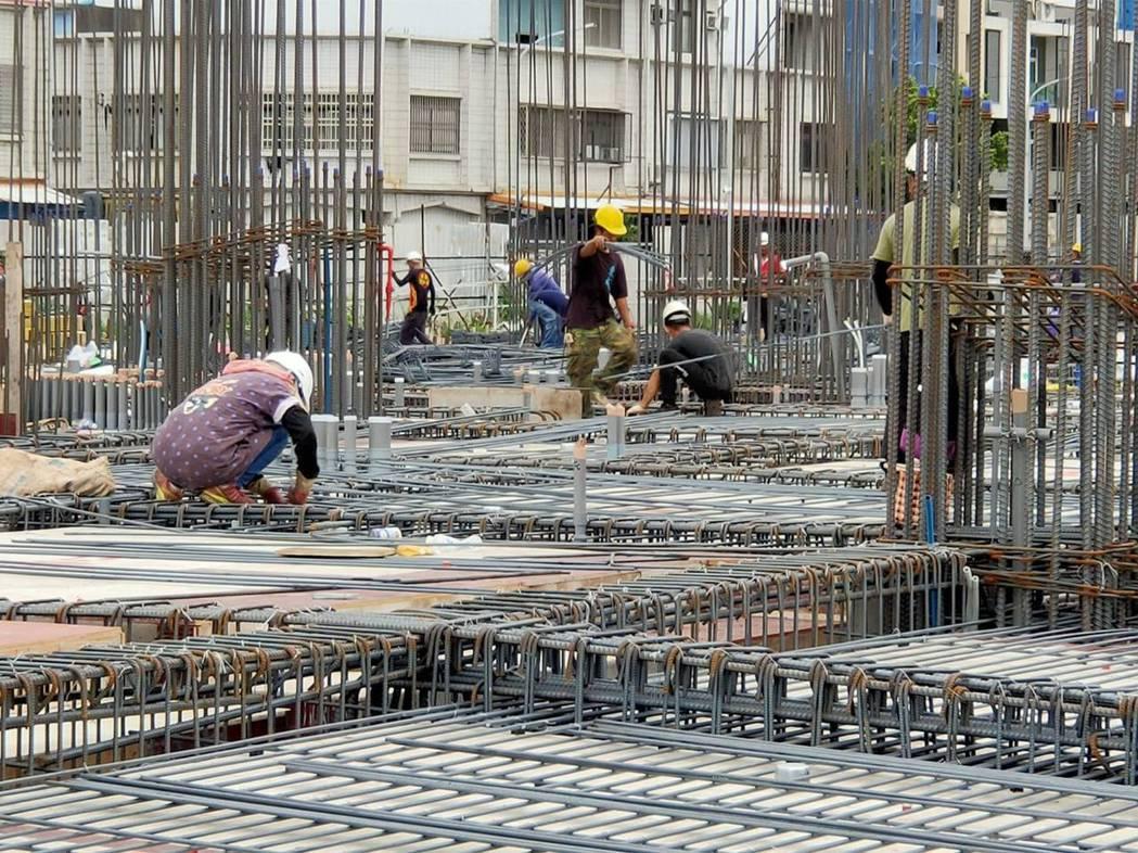 台東地區近來房地產市場興旺,市區大小建案逾20處。記者羅紹平/攝影