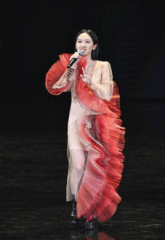 Lulu模仿魏如萱搞笑串場。 圖/台視提供