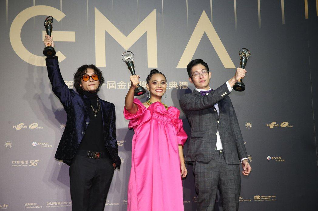 第31屆金曲獎,阿爆《kinakaian 母親的舌頭》獲得年度專輯獎。記者曾原信
