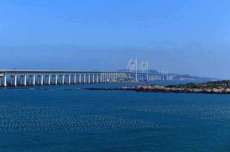 福建省平潭海峽公鐵兩用大橋公路面1日試通車,這是中國首座跨海公鐵兩用橋、世界最長跨海峽公鐵兩用大橋。 中國新聞社