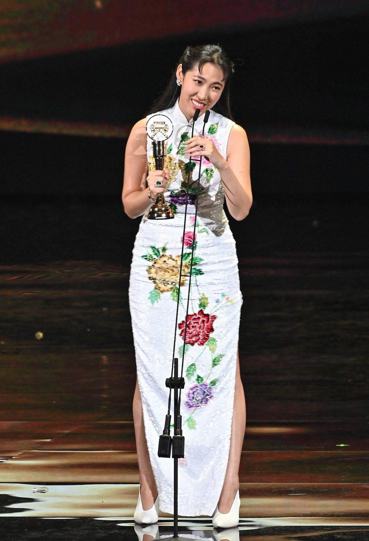 王若琳拿下最佳國語專輯獎。圖/台視提供