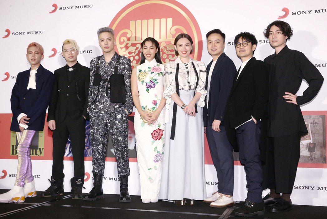 第31屆金曲獎,索尼旗下歌手拿下最佳國語專輯獎與最佳國語女歌手獎,眾歌手合影。記...