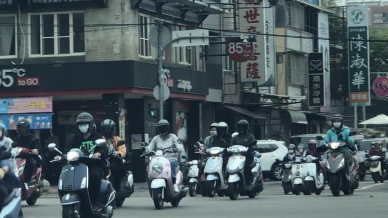 台中市政府推出獎勵機車業者,協助宣導老車報廢競賽可拿獎金。記者陳秋雲/攝影