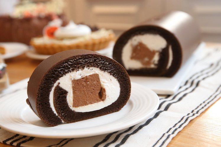 新推出的「BT21巧克力雪糕生乳捲」。記者陳睿中/攝影