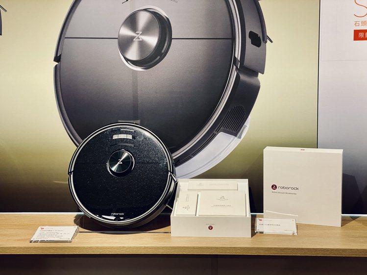 石頭科技S6 MaxV掃地機器人即日起上市,建議售價24,999元,10月13日...