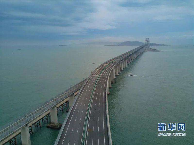 平潭海峽公鐵大橋兩用大橋已完工,公路橋面10月1日起先行試通車。圖/取自新華網