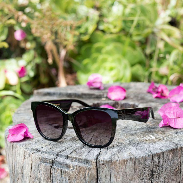 Bose太陽眼鏡貓眼款鏡片可輕鬆替換,擁有鏡面玫瑰金和漸層紫兩種額外的色彩選擇,...