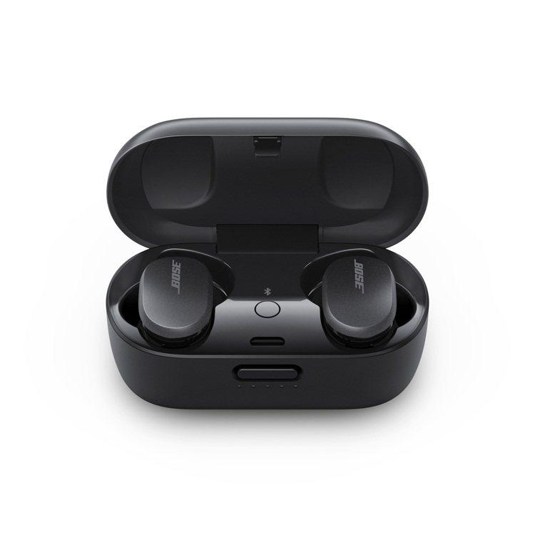 Bose消噪耳塞擁有18小時電池續航能力,充電盒另外提供12小時的使用時間,建議...