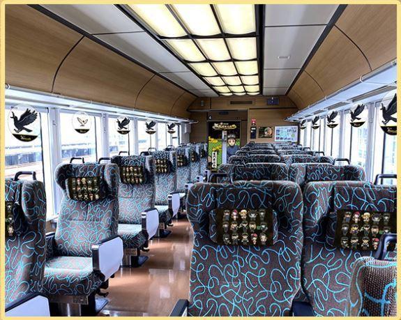 針對聯名活動的頭枕巾,也讓鐵道之旅更具主題感。圖/截自https://slgunma-kimetsu.com/活動官網