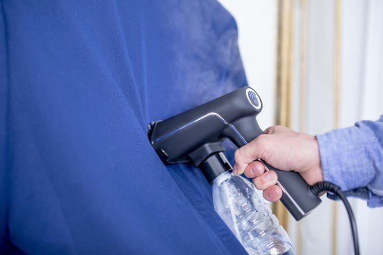 手持式蒸氣掛燙機S-NOMAD輕巧效能強,適合時常外出工作的商務人士或旅遊者使用...