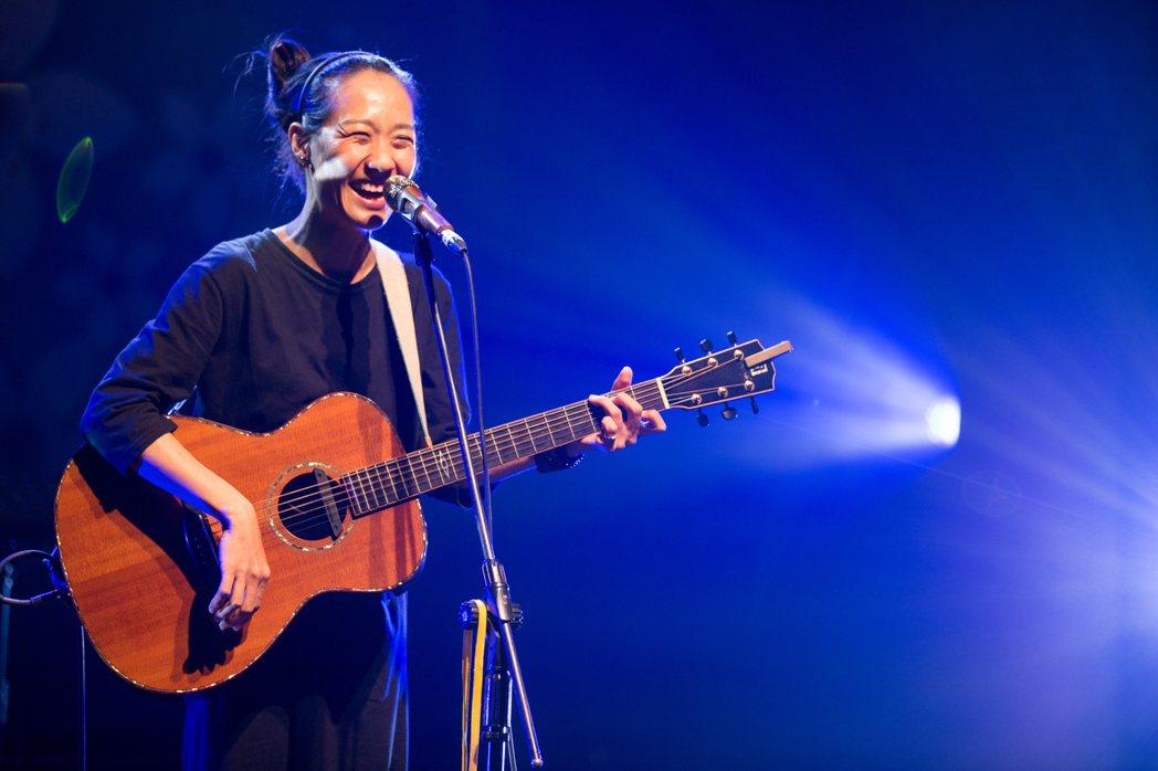 米莎獲得金曲獎後,在「2020客家秋日音樂會-收秋」上演出。圖/友善的狗提供