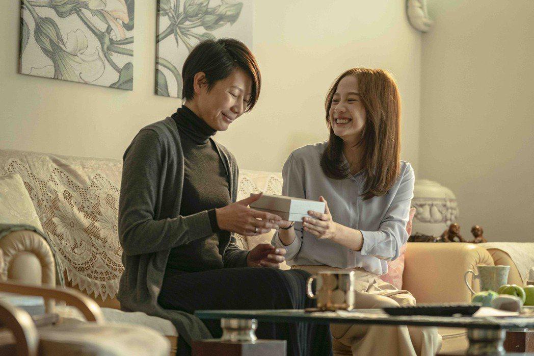 簡嫚書(右)與丁寧飾演母女。圖/LINE TV提供