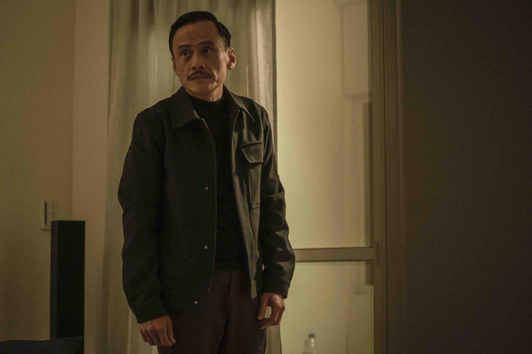 陳以文飾演簡嫚書父親。圖/LINE TV提供