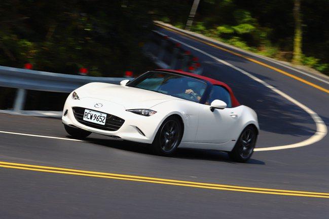 Mazda 100周年紀念特仕車中,MX-5提供手排與自排車型可選,售價新台幣1...