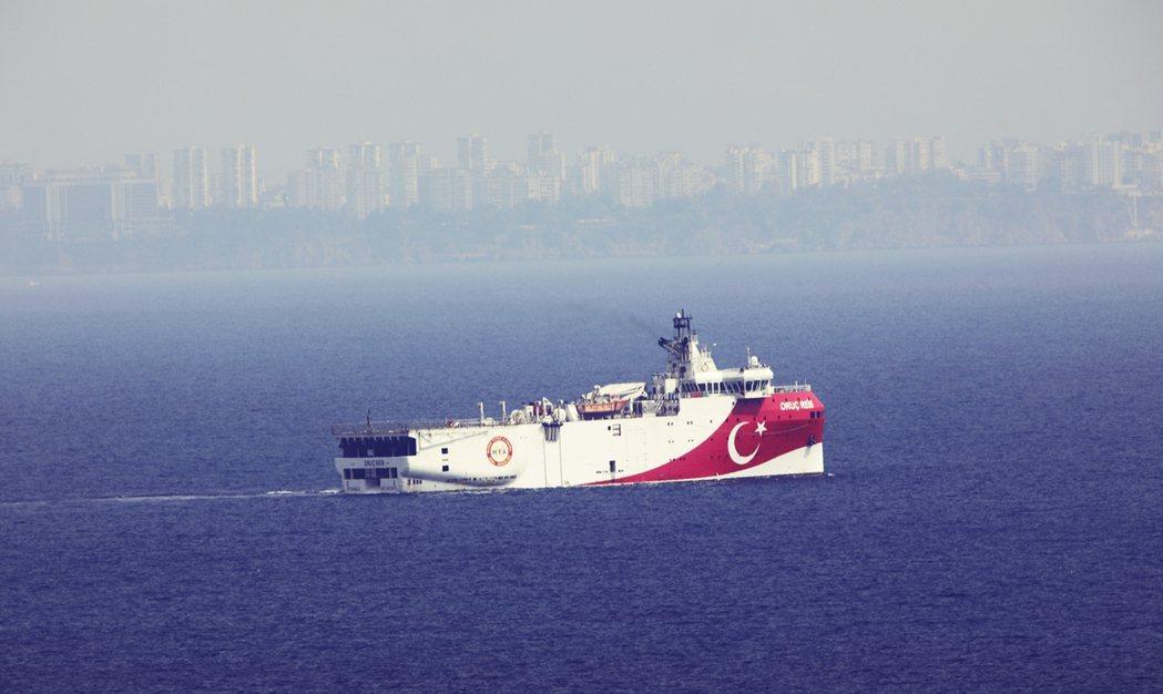 今年8月,土耳其以探勘為名派出研究船「歐魯奇芮斯號」(Oruc Reis)到東地...