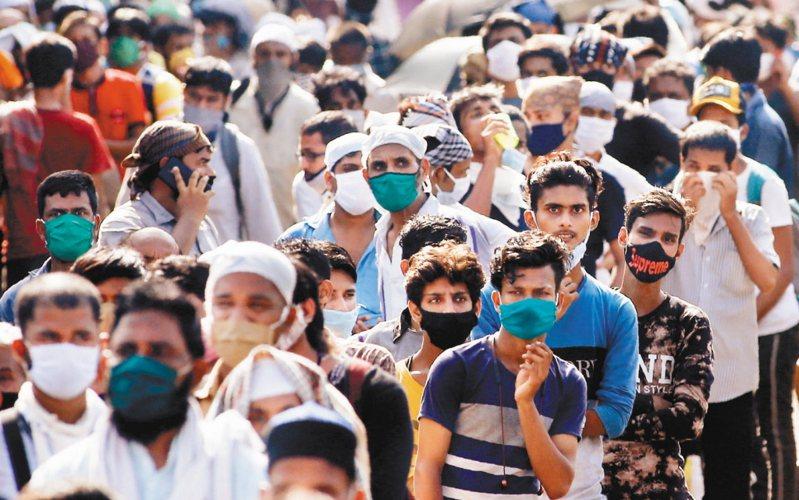 印度今日激增7萬4442人確診。 美聯社