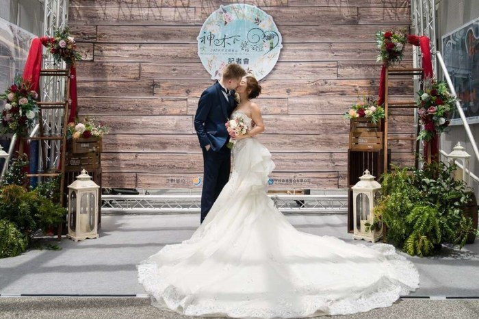 阿里山神木下婚禮。 圖/阿里山國家風景區管理處