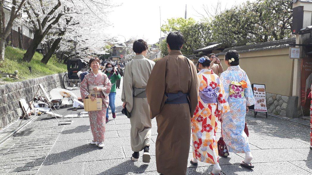 我們搭上飛機,順利抵達京都。圖/謝佩璇提供