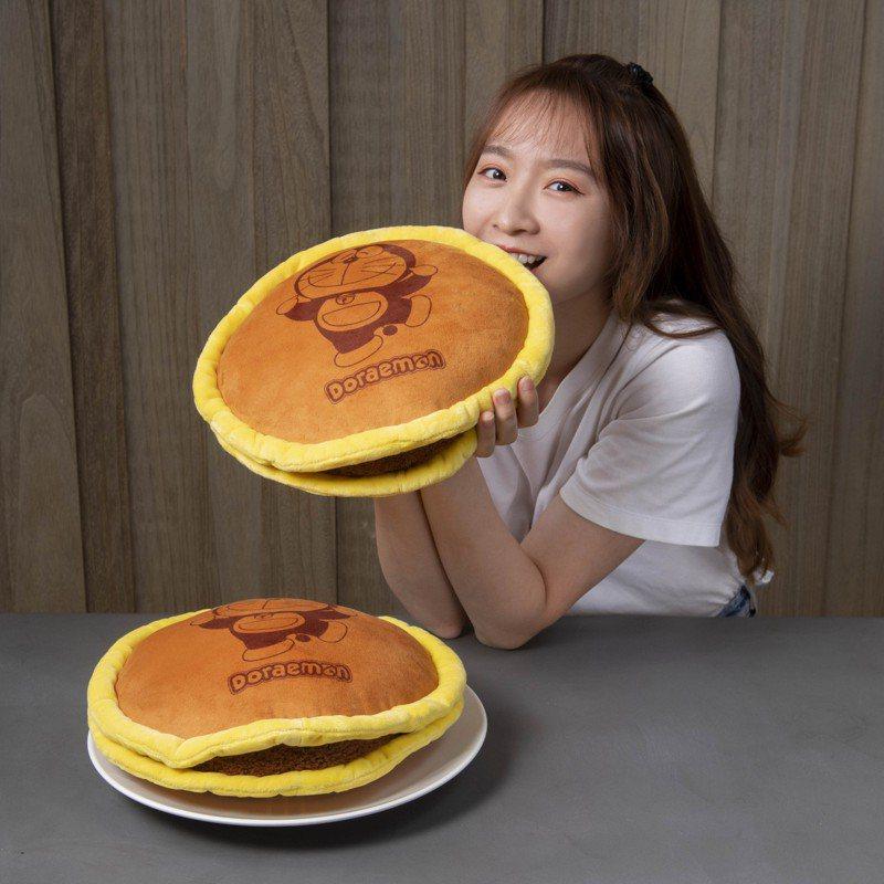 哆啦A夢最喜愛的「療癒銅鑼燒」。圖/麥當勞提供
