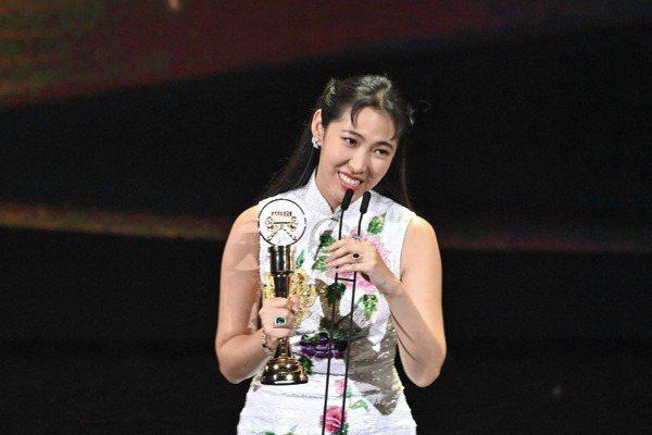 王若琳專輯日粵語過半奪最佳國語專輯惹議「非我責任」