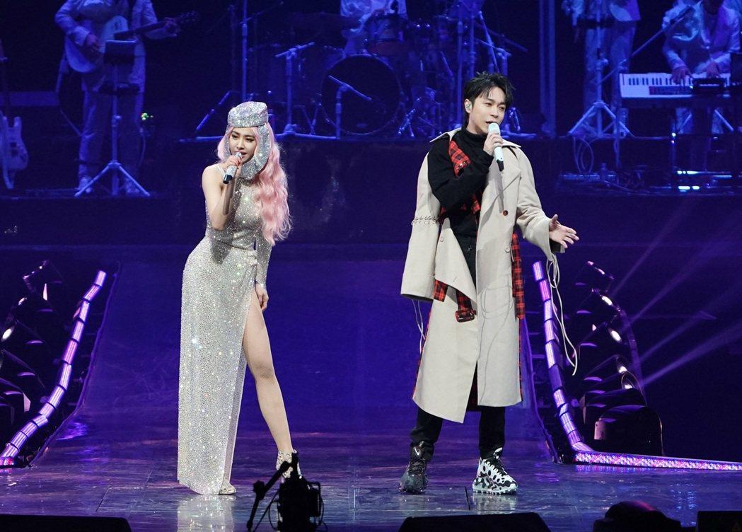 蔡依林(左)先前邀請吳青峰擔任嘉賓,合唱MV今日上線。圖/凌時差提供