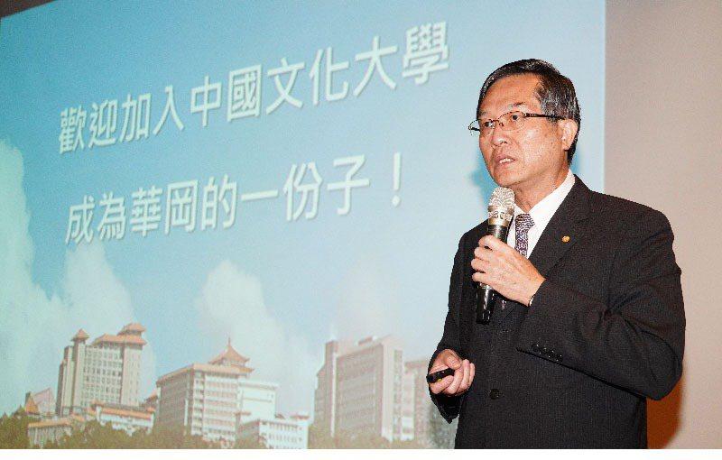 文化大學校長徐興慶表示,產學合作、教學成果必須「雙軌」併進,相輔相成下開創「雙贏」局面,畢業生進入企業可以成為即戰力,也提升學校碩士班的註冊率。 圖/1111提供