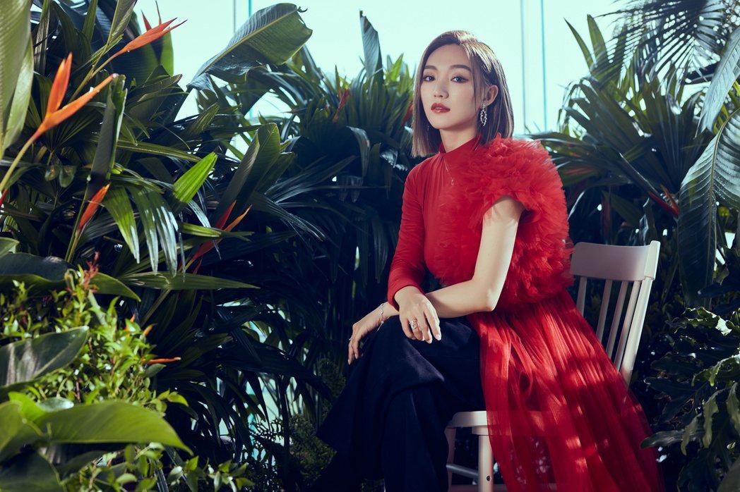 閻奕格推出新歌「從此過著幸福快樂的日子」。圖/華研國際提供