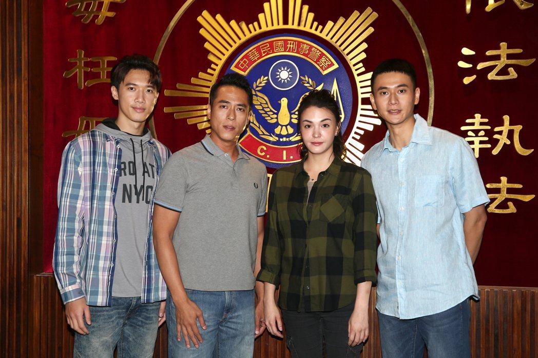 劉冠廷(右起)、張榕容、莊凱勛、邱士縉合作「塵沙惑」。記者蘇健忠/攝影