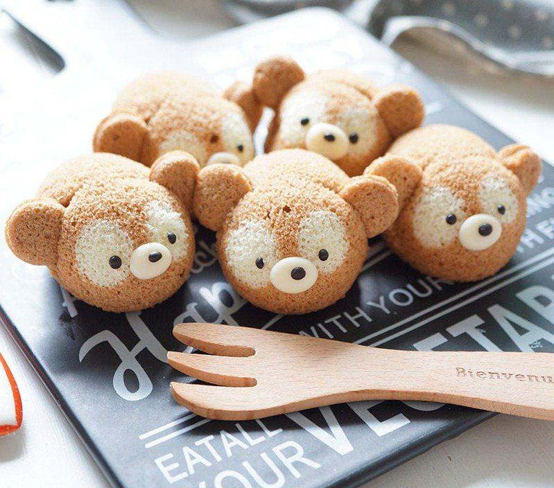 超萌的迷你可可熊戚風蛋糕成品。圖/悅知文化提供