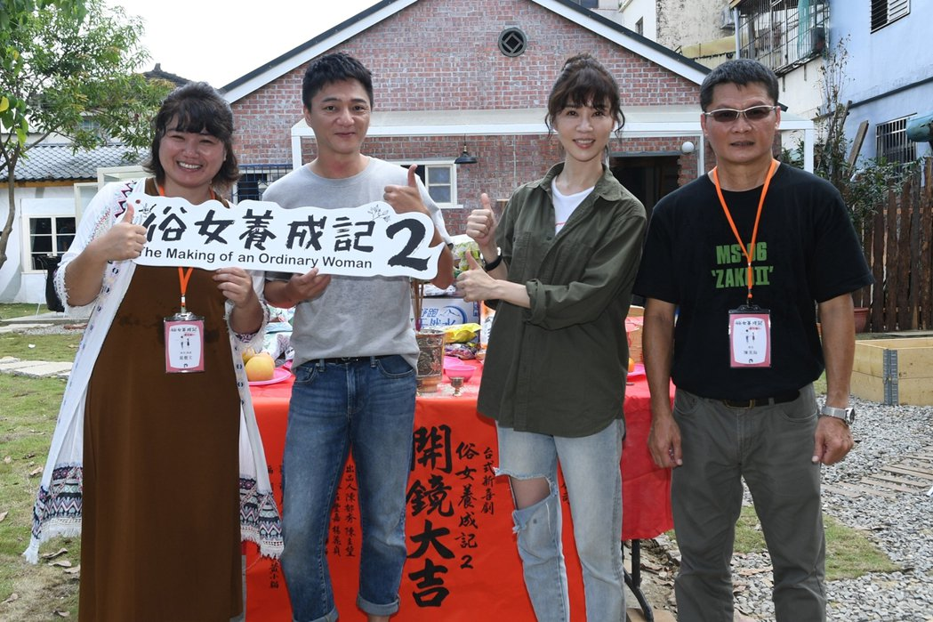 嚴藝文(左起)、藍葦華、謝盈萱、陳長綸出席「俗女養成記」第二季開鏡。圖/華視提供