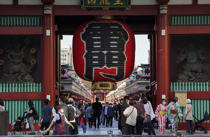 少了外國觀光客,東京淺草雷門的參觀人潮不若以往。歐新社