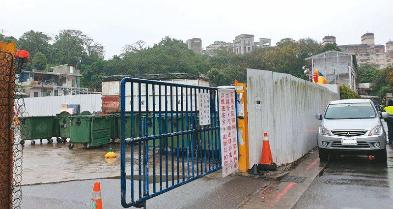 景豐社宅緊貼清潔隊及資源回收廠,里長擔憂影響民眾申請入住意願。記者胡瑞玲/攝影