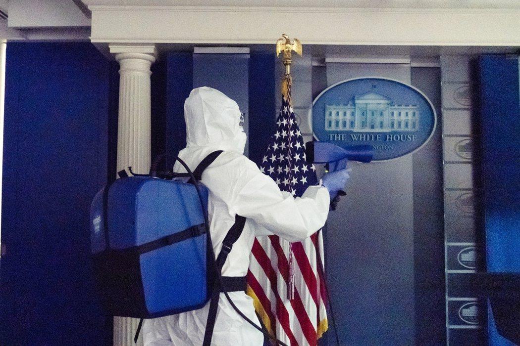 川普夫婦染疫之後,白宮內部陸續傳出了高級總統幕僚與行政人員染疫的接續通報。 圖/...